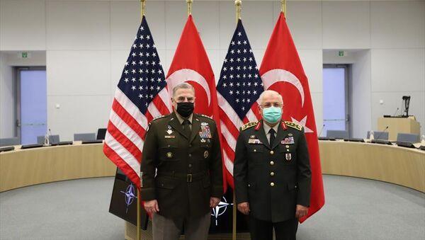 NATO Genelkurmay Başkanları Toplantısı için Brüksel'de bulunan Genelkurmay Başkanı Orgeneral Yaşar Güler, ABD Genelkurmay Başkanı Orgeneral Mark Milley ile bir araya geldi. - Sputnik Türkiye