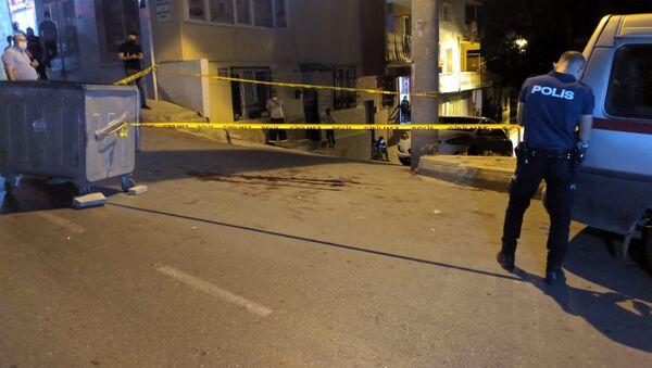'Yüksek sesle müzik dinliyor' diye bıçakla saldırdığı kişi tarafından öldürüldü - Sputnik Türkiye
