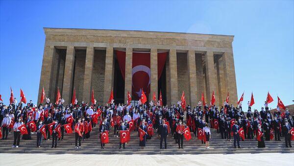 Gençlik ve Spor Bakanı Mehmet Muharrem Kasapoğlu, 19 Mayıs Atatürk'ü Anma, Gençlik ve Spor Bayramı dolayısıyla Anıtkabir'i ziyaret etti. - Sputnik Türkiye