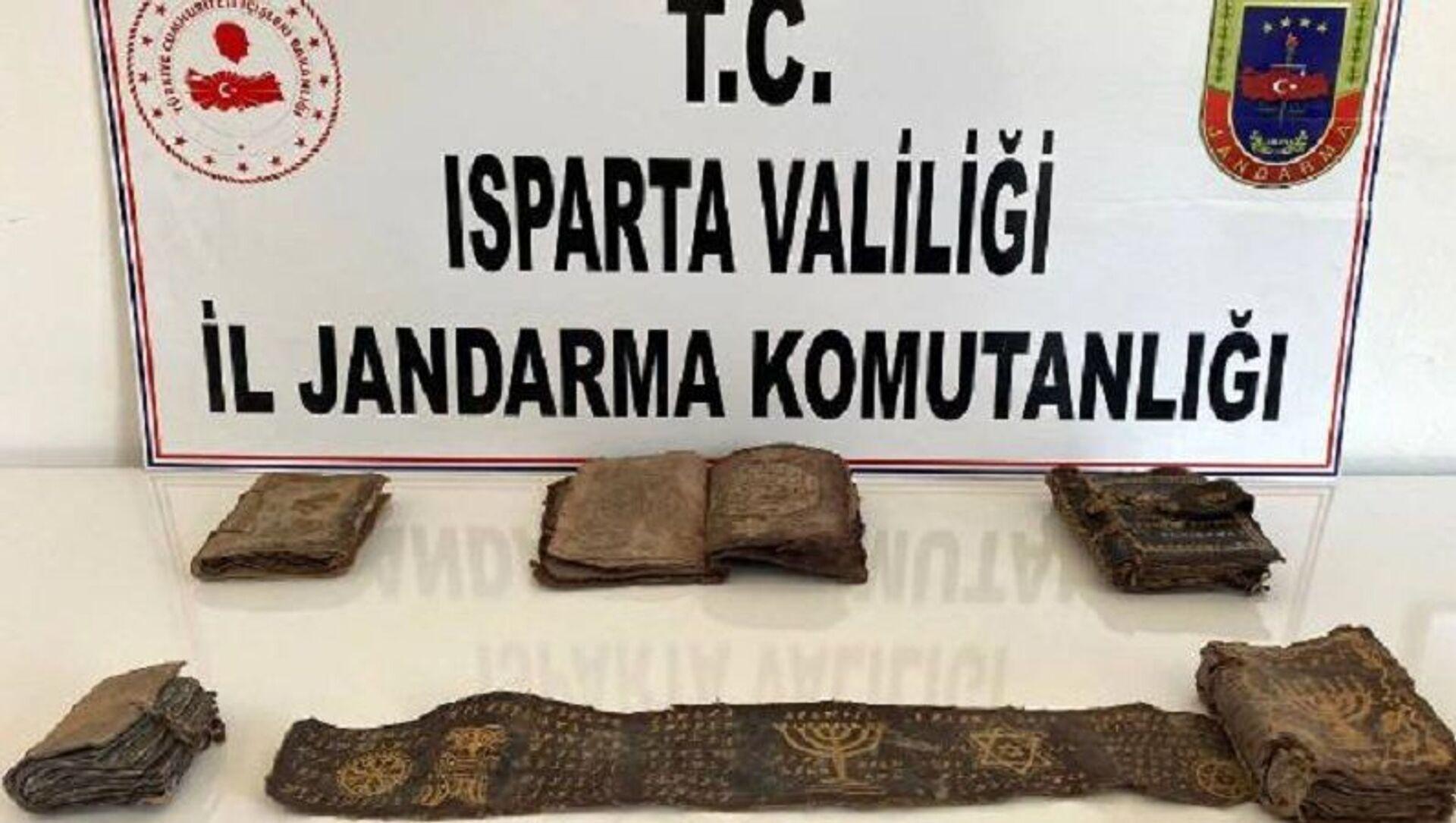 Isparta-ceylan derisi üzerine İbranice yazılmış 5 Tevrat ve 1 parşömen - Sputnik Türkiye, 1920, 20.05.2021