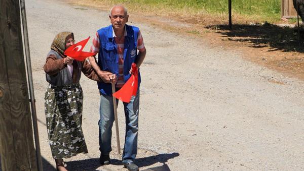 19 Mayıs Marşı'nı duyan 90 yaşındaki kadın yalın ayak dışarı koştu - Sputnik Türkiye