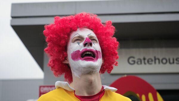 İngiltere'de hayvan hakları savunucuları, ülkedeki 1300 McDonald's restoranına ürün dağıtımını engelledi - Sputnik Türkiye