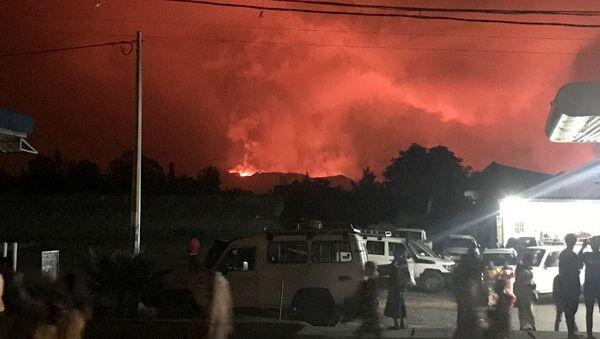 Demokratik Kongo Cumhuriyeti'nde bulunan ve Afrika'nın en aktif volkanlarından biri olan Nyiragongo yanardağında patlama meydana gelirken, patlama nedeniyle risk altındaki 1.5 milyon nüfuslu Goma şehrinde tahliye çalışmaları devam ediyor. - Sputnik Türkiye