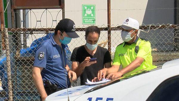Kendisine kısıtlama ihlalinden işlem yapan ekibi görüntüleyince gözaltına alındı - Sputnik Türkiye