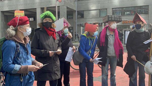 Almanya'nın başkenti Berlin'de, binlerce kişi, yüksek kira fiyatlarını ve eyalet hükümetinin konut politikasını protesto etti. - Sputnik Türkiye