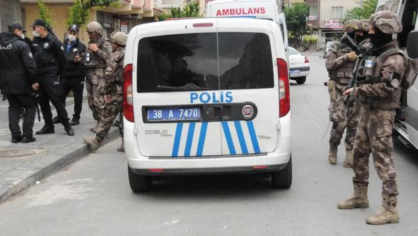 Bıçak ve testere alıp kendisini eve kilitledi - Sputnik Türkiye