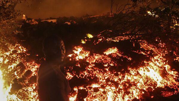 Dünyanın en aktif yanardağları arasında gösterilen Nyiragongo, 22 Mayıs'ta faaliyete geçmişti. - Sputnik Türkiye