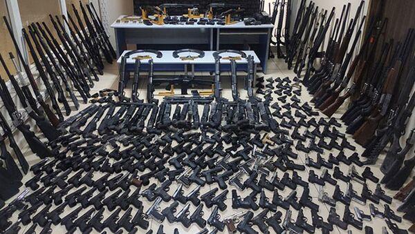 Batman'daki depoda 266 tabanca, 117 tüfek ele geçirildi - Sputnik Türkiye