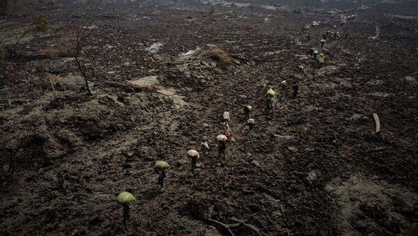 Çocukların yaşam koşullarının iyileştirilmesi için çalışan Save the Children örgütü, Kongo Demokratik Cumhuriyeti'ndeki Nyiragongo yanardağının 22 Mayıs'ta patlaması nedeniyle son 24 saate en az 3 bin kişinin Ruanda'ya sığındığını açıkladı. - Sputnik Türkiye