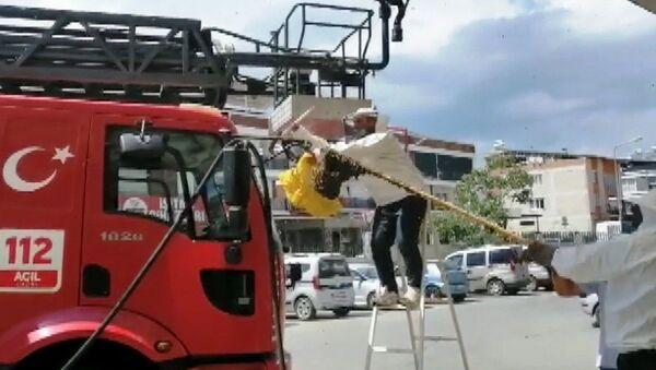 Aydın Nazilli Devlet Hastanesi Acil Servisi'ni basan arılar - Sputnik Türkiye