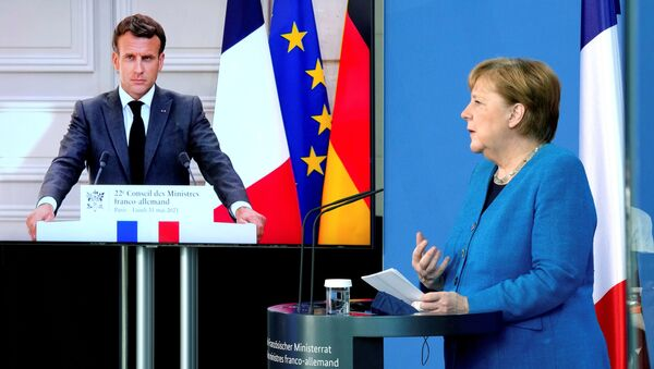Emmanuel Macron ile Angela Merkel video konferansla gerçekleşen Fransa-Almanya Bakanlar Konseyi toplantısı sırasında  - Sputnik Türkiye