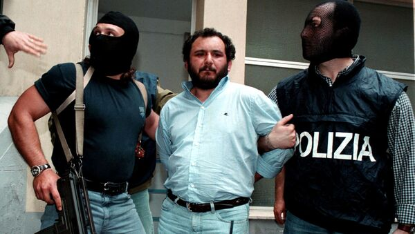 İtalya'da 'insan kasabı' lakaplı mafya üyesinin tahliyesine tepki: 'Katil Giovanni Brusca özgür' - Sputnik Türkiye