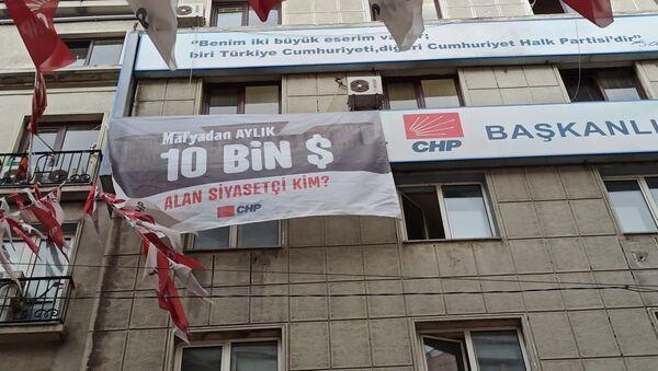 CHP'den bir pankart daha: Mafyadan aylık 10 bin dolar alan siyasetçi kim? - Sputnik Türkiye