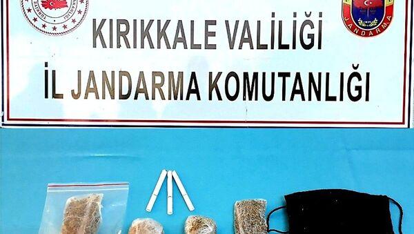 Otobüste uyuşturucu ile seyahat ederken yakalandı - Sputnik Türkiye