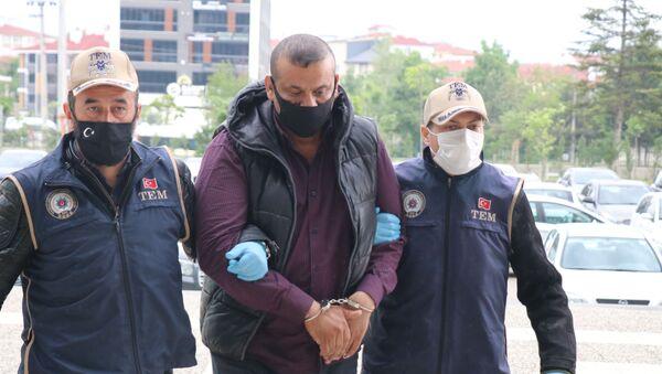 Bolu'da TEM'in operasyonunda yakalanan bin 700 kişinin öldürüldüğü Spyker Katliamı'nın faillerinden IŞİD mensubu Arkan Taha Ahmad'a 2 ay ev hapsi cezası verildi. - Sputnik Türkiye