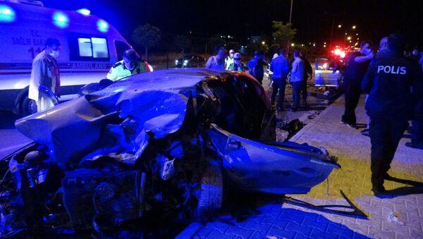 Çanakkale'de, görev başında olan sivil polis aracı ile ters yönden gelen başka bir otomobille kafa kafaya çarpıştı. - Sputnik Türkiye