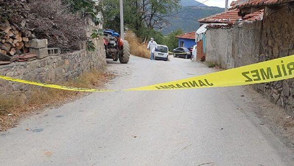 Anne ve babasına kötü davranan kardeşini öldüren sanığa 17,5 yıl hapis cezası - Sputnik Türkiye