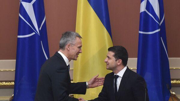 Ukrayna Devlet Başkanı Zelenskiy - NATO Genel Sekreteri Stoltenberg - Sputnik Türkiye