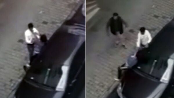 Sokak ortasında eşinden şiddet gören hamile kadın, şikayetçi olmadı  - Sputnik Türkiye