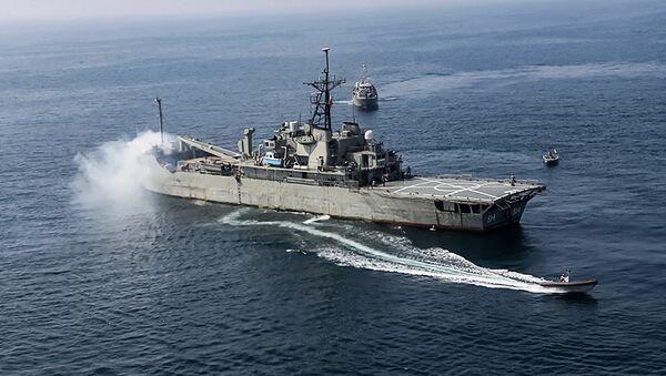 İran donanmasının amfibik saldırı gemisi Lavan, Hint Okyanusu'ndaki bir ortak tatbikatta - Sputnik Türkiye