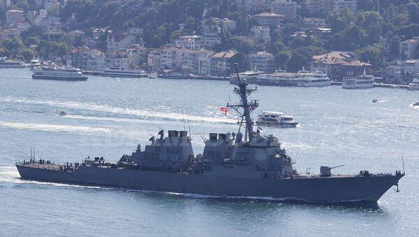 ABD savaş gemisi İstanbul Boğazı'ndan geçti - Sputnik Türkiye