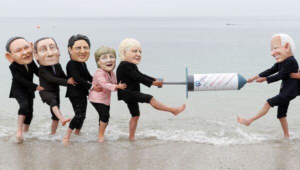 G7 - Oxfam - protesto - Sputnik Türkiye