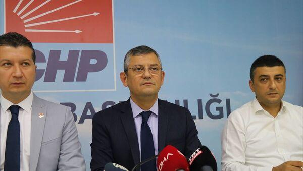 CHP Grup Başkanvekili Özgür Özel, CHP iktidarında aile sigortasının geleceğini, iktidarlarının ilk döneminin sonu gelmeden fakir kalmayacağını söyledi. - Sputnik Türkiye
