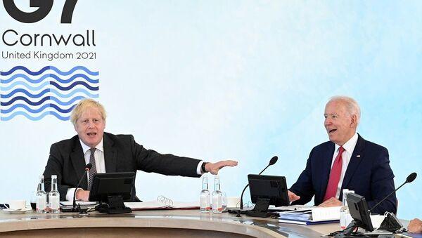 Boris Johnson Joe Biden - Sputnik Türkiye