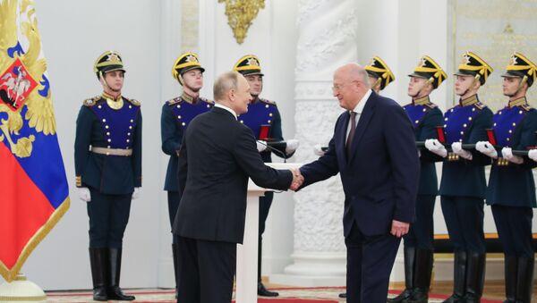 Vladimir Putin- Gamaleya Araştırma Merkezi Başkanı Aleksandr Gintsburg - Sputnik Türkiye