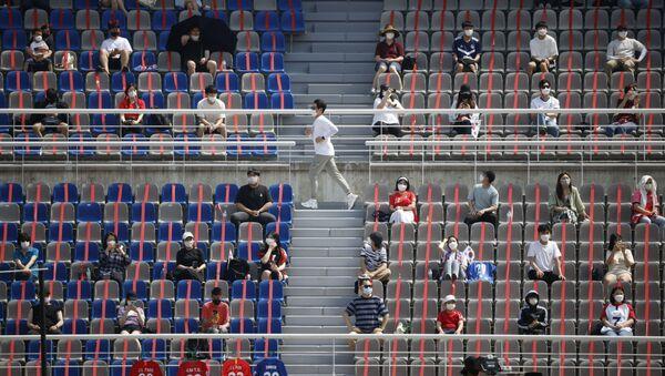 14 Haziran'a dek stadyumlarda yüzde 10 oranında doluluk kısıtlaması uygulayan Güney Kore'nin Goyang Stadyumu'nda Dünya Kupası elemeleri için Lübnan ile milli maçı izleyenler - Sputnik Türkiye