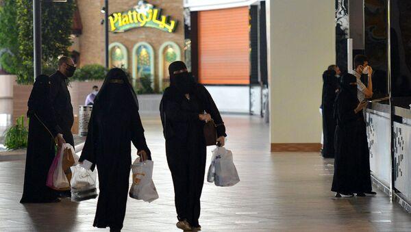 Suudi Arabistan - kadın - alışveriş - AVM - Sputnik Türkiye