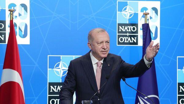 Belçika'daki NATO Devlet ve Hükümet Başkanları Zirvesi kapsamında Brüksel'de bulunan Türkiye Cumhurbaşkanı Recep Tayyip Erdoğan, basın toplantısı düzenleyerek konuşma yaptı. - Sputnik Türkiye