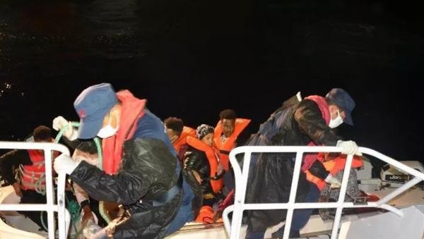 Türk kara sularına itilen 8 sığınmacı kurtarıldı - Sputnik Türkiye