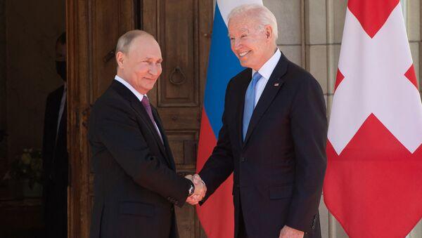 Vladimir Putin- Joe Biden - Sputnik Türkiye
