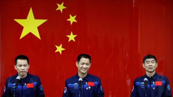 Çin, Dünya'nın yörüngesinde kurmaya başladığı uzay istasyonuna göndereceği taykonotları (Çinli astronot) taşıyacak olan insanlı uzay aracı Shenzhou-12'nin, Long March-5Y roketi ile bu gece fırlatılması planlanıyor. - Sputnik Türkiye