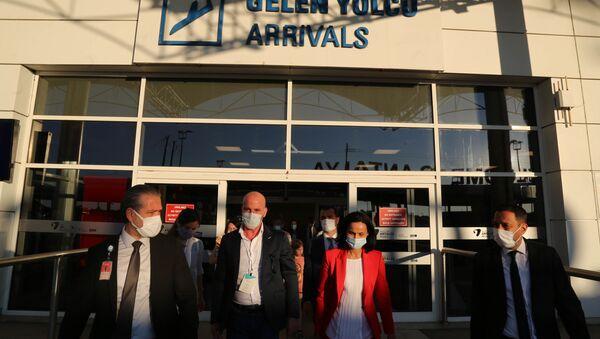 Rusya'dan uçuşların başlatılmasına dair değerlendirmede bulunacak Rus uzmanlar Türkiye'de - Sputnik Türkiye