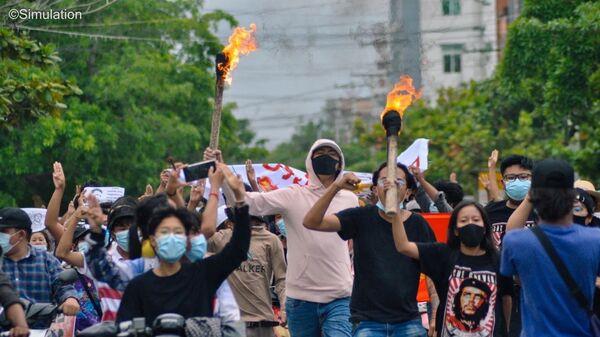 Myanmar'da darbe karşıtı gösteriler - Sputnik Türkiye