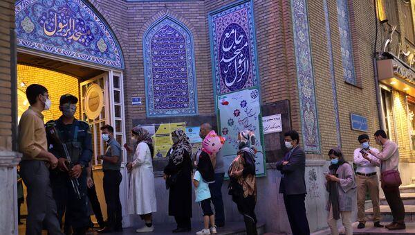 İran'da 13. Cumhurbaşkanlığı Seçimleri için ülke genelinde 19 saat süren oy kullanma işlemi sona erdi. - Sputnik Türkiye