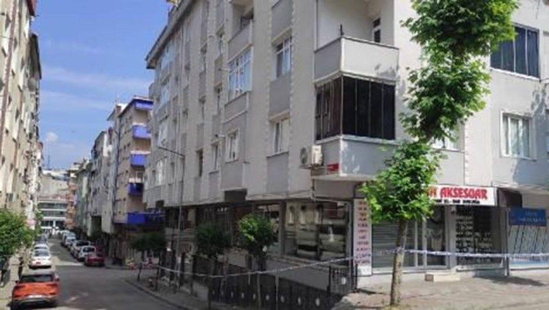 Güngören'de çatlak oluşan 4 katlı bina boşaltıldı - Sputnik Türkiye, 1920, 20.06.2021