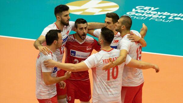 A Milli Erkek Voleybol Takımı, Belçika'da düzenlenen 2021 CEV Avrupa Altın Ligi finalinde Ukrayna'yı 3-1 mağlup ederek yenilgisiz şampiyon oldu. - Sputnik Türkiye