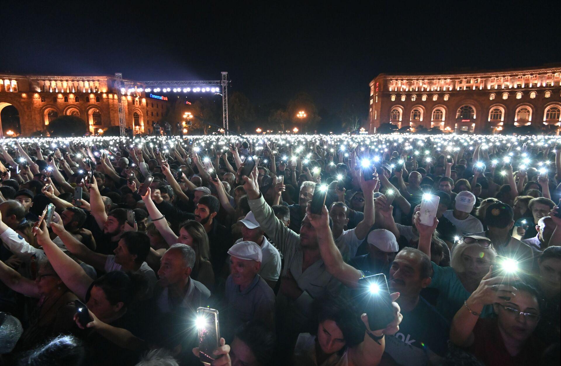 Parlamento seçimlerini önde tamamlayan Ermenistan Başbakan Vekili Nikol Paşinyan, ülkede 9 Kasım 2020'de başlayan krizin sona erdiğini ve yarından itibaren normal şekilde çalışmaya başlayabileceklerini söyledi. - Sputnik Türkiye, 1920, 10.08.2021