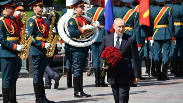 Vladimir Putin, meçhul asker anıtı - Sputnik Türkiye