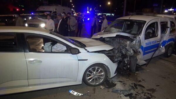 Alkollü sürücü polis noktasına daldı - Sputnik Türkiye