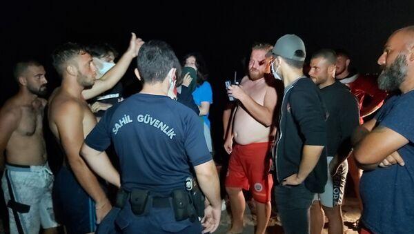 Gece denize giren gençlerin 'İmdat boğuluyorum' şakası karakolda bitti - Sputnik Türkiye