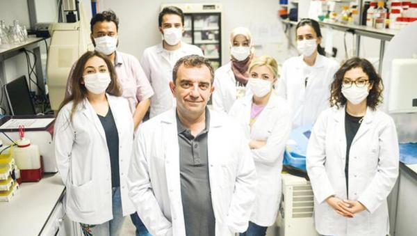 Prof. Dr. Aykut Özdarendeli ve ekibi - Sputnik Türkiye