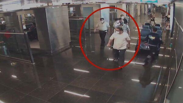 İstanbul Havalimanı'nda midelerinde 3 kilogram eroin bulunan turistler yakalandı - Sputnik Türkiye