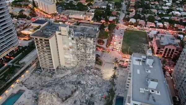 ABD'nin Florida eyaletinde 12 katlı bina çöktü - Sputnik Türkiye