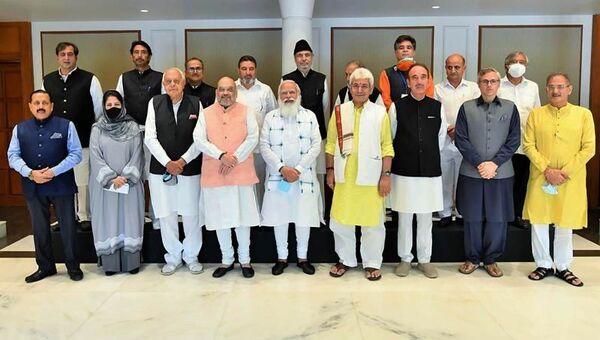 Hindistan Başbakan Narendra Modi,Hindistan kontrolünde bulunan tartışmalıCammuKeşmir'in sahip olduğu ve eyalete 'yarı bağımsızlık' tanıyan özel statüsünün 2019'da kaldırılmasından bu yana ilk kez Keşmirli yerel liderlerle bir araya geldi. - Sputnik Türkiye