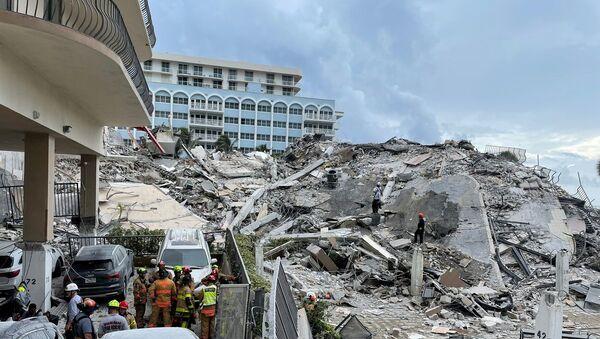 Miami'de çöken 12 katlı bina - Sputnik Türkiye
