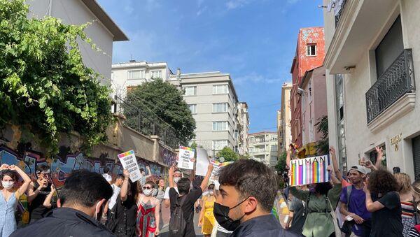 Taksim'de LGBTİ+Onur Haftası yürüyüşüne müdahale - Sputnik Türkiye